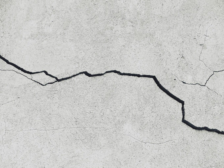 Cara Mengatasi Tembok Retak Dengan Mudah Dan Tanpa Biaya Mahal