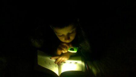 Lampu baca portable