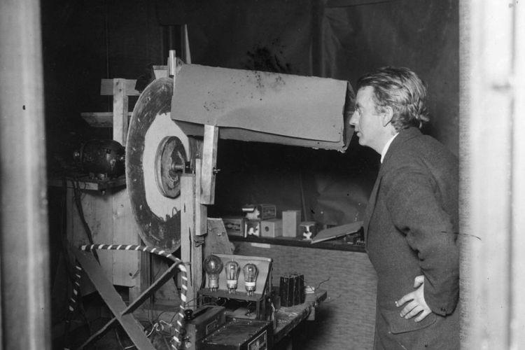 Televisi Pertama - Begini Sejarah Perkembangan Televisi