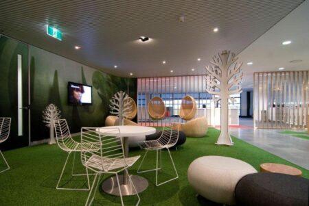 10 dekorasi rumah dengan karpet rumput sintetis, asri