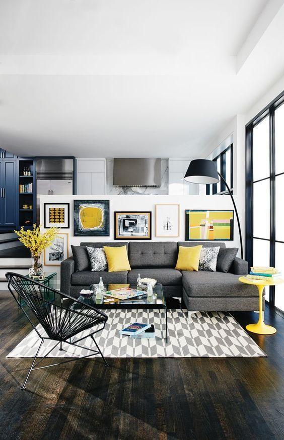 menyebar perabot kuning untuk dekorasi
