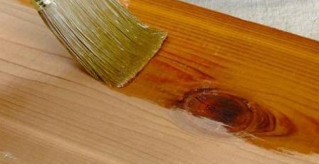 cara memplitur pintu atau kusen jendela kayu