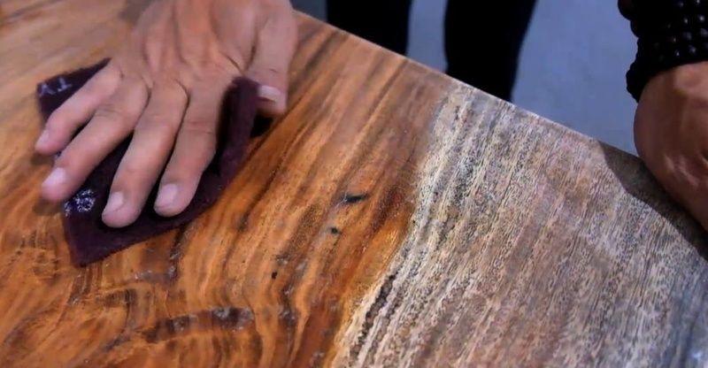 mengamplas halus kayu