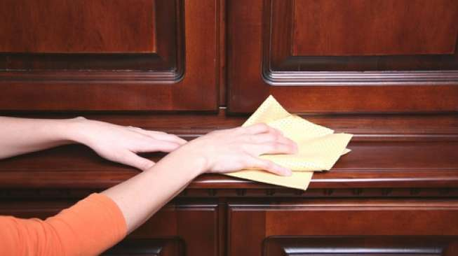 Keringkan permukaan pintu dan kusen jendela