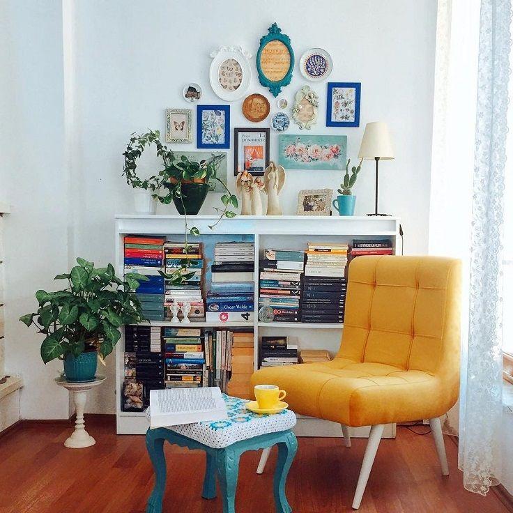 kursi duduk berwarna kuning yang menonjol