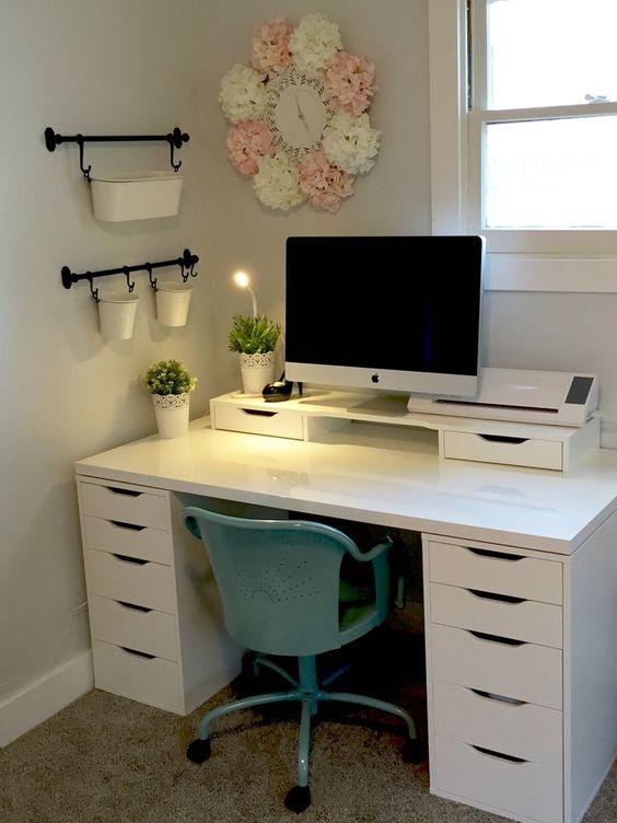dekorasi ruang kerja di kamar - singkirkan benda tak perlu