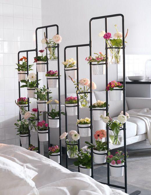 Inspirasi desain sekat ruang pot bunga
