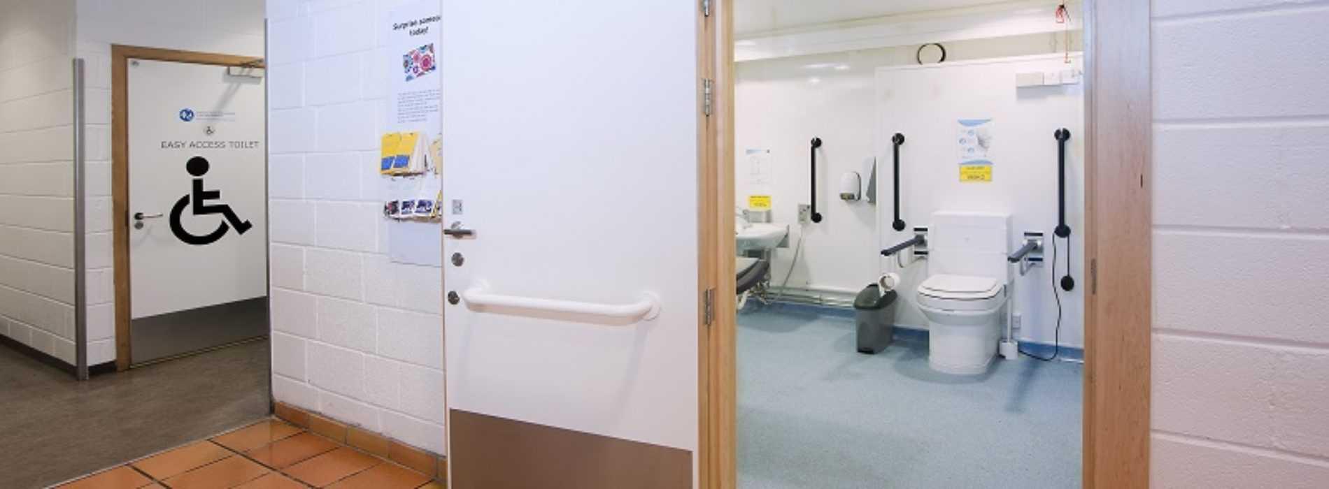 fasilitas ramah difabel - toilet umum khusus penyandang difabel