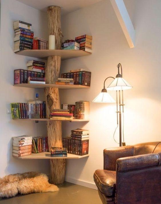 Rak buku unik di sudut rumah