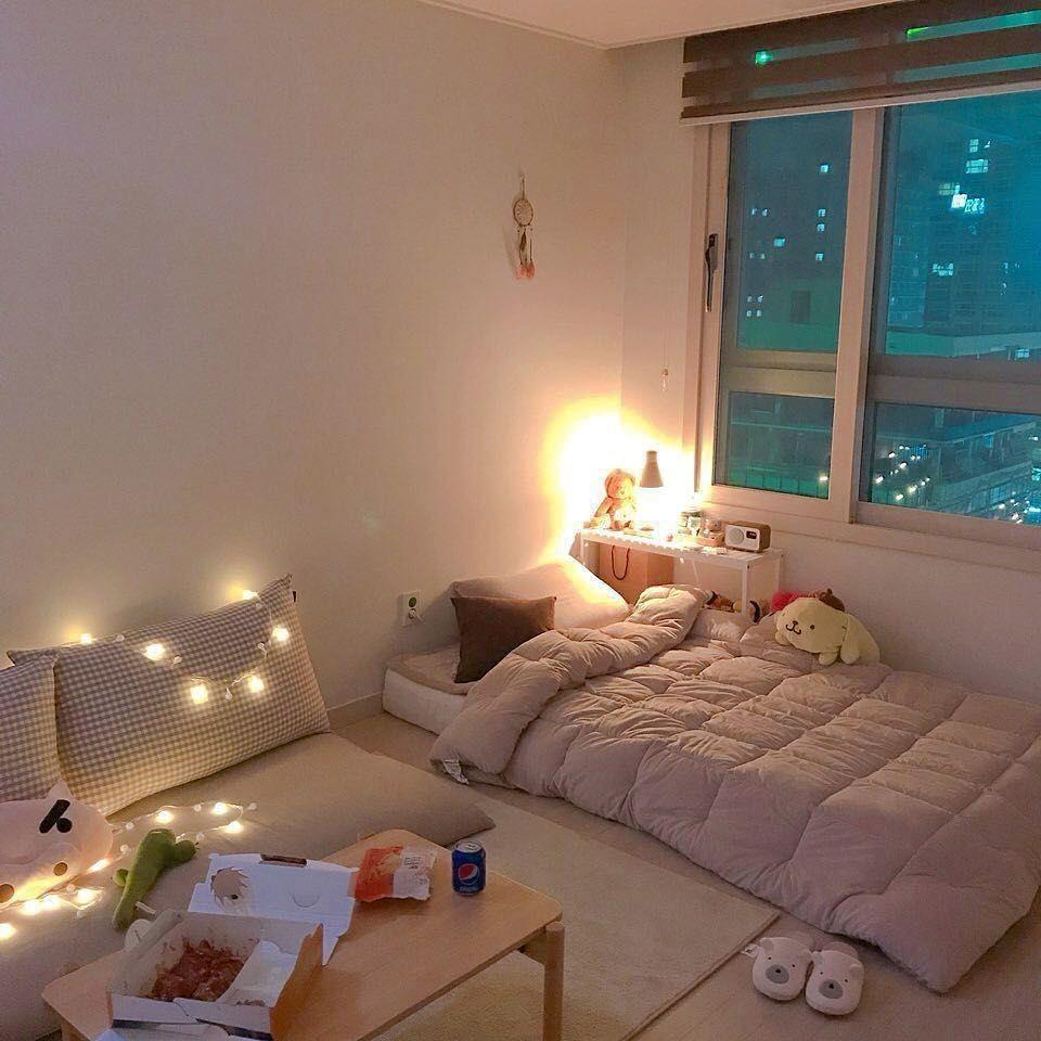 Inspirasi desain kamar dari drama Korea dengan lampu hias hangat