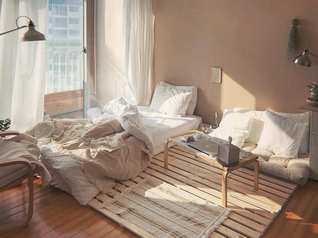 inspirasi desain kamar dari drama Korea dengan palet kayu