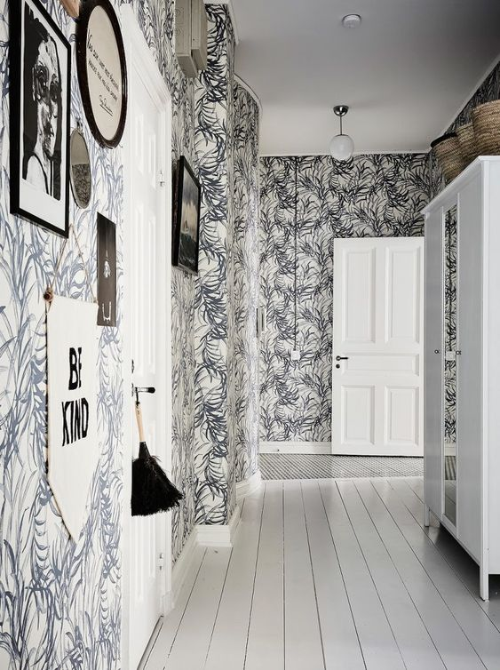 7 Dekorasi Lorong Rumah untuk Mengubah Kesan Sempit dan Gelap