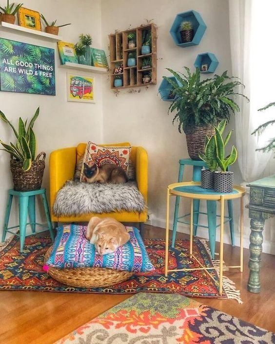 ruang baca dengan dekorasi tanaman