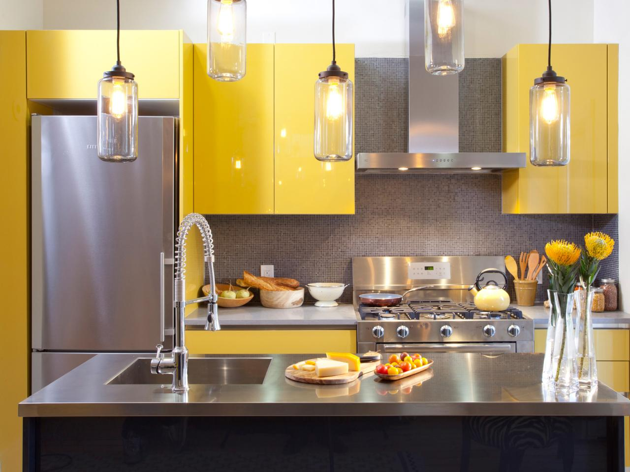 dapur dan ruang makan kuning