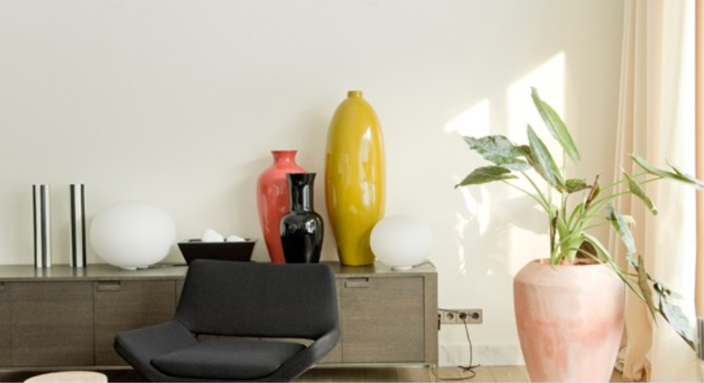 feng shui dekorasi ruang tamu - tambahkan patung dan guci di ruang tamu