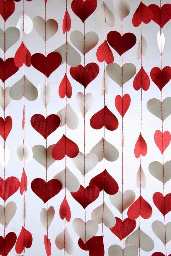 tips dekorasi valentine di rumah - DIY gorden hati