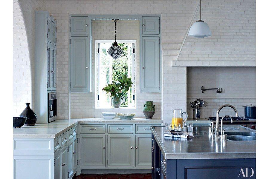 Warna keberuntungan 2020 - Dapur biru muda dan putih