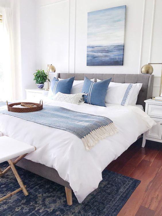 Kamar biru putih sederhana yang hoki