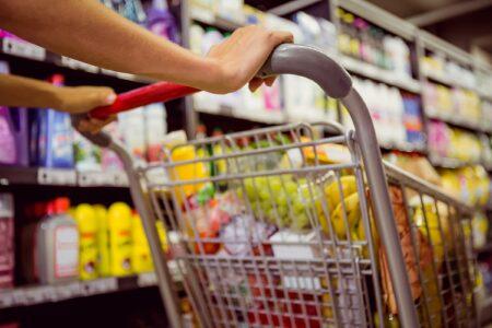 Cara membersihkan belanjaan agar tidak terkontaminasi virus