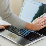 cara membersihkan laptop dari corona