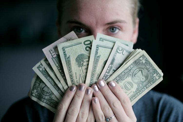 mencari uang tambahan dari rumah