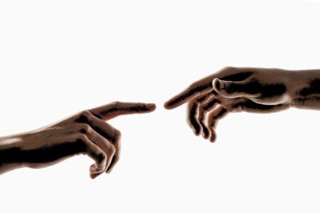 Rindu akan sentuhan akibat social distancing atau skin hunger
