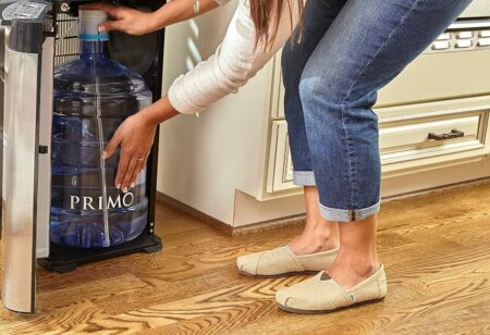 cara membersihkan dispenser galon bawah