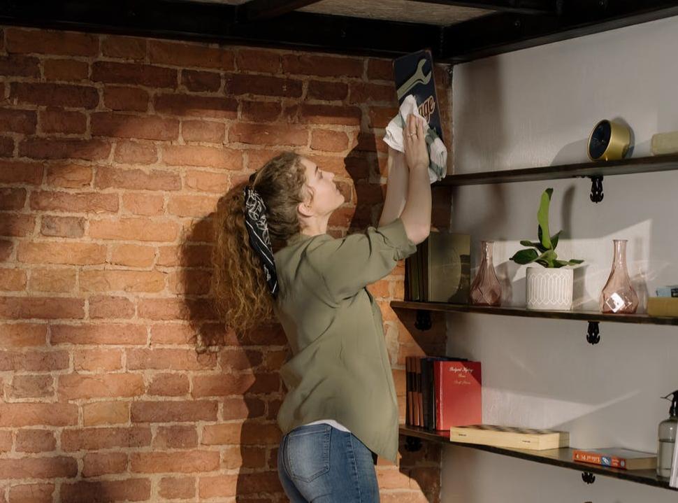 membersihkan rumah - kegiatan produktif saat long weekend