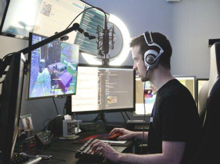 cara mendapatkan uang tambahan dari streaming video game