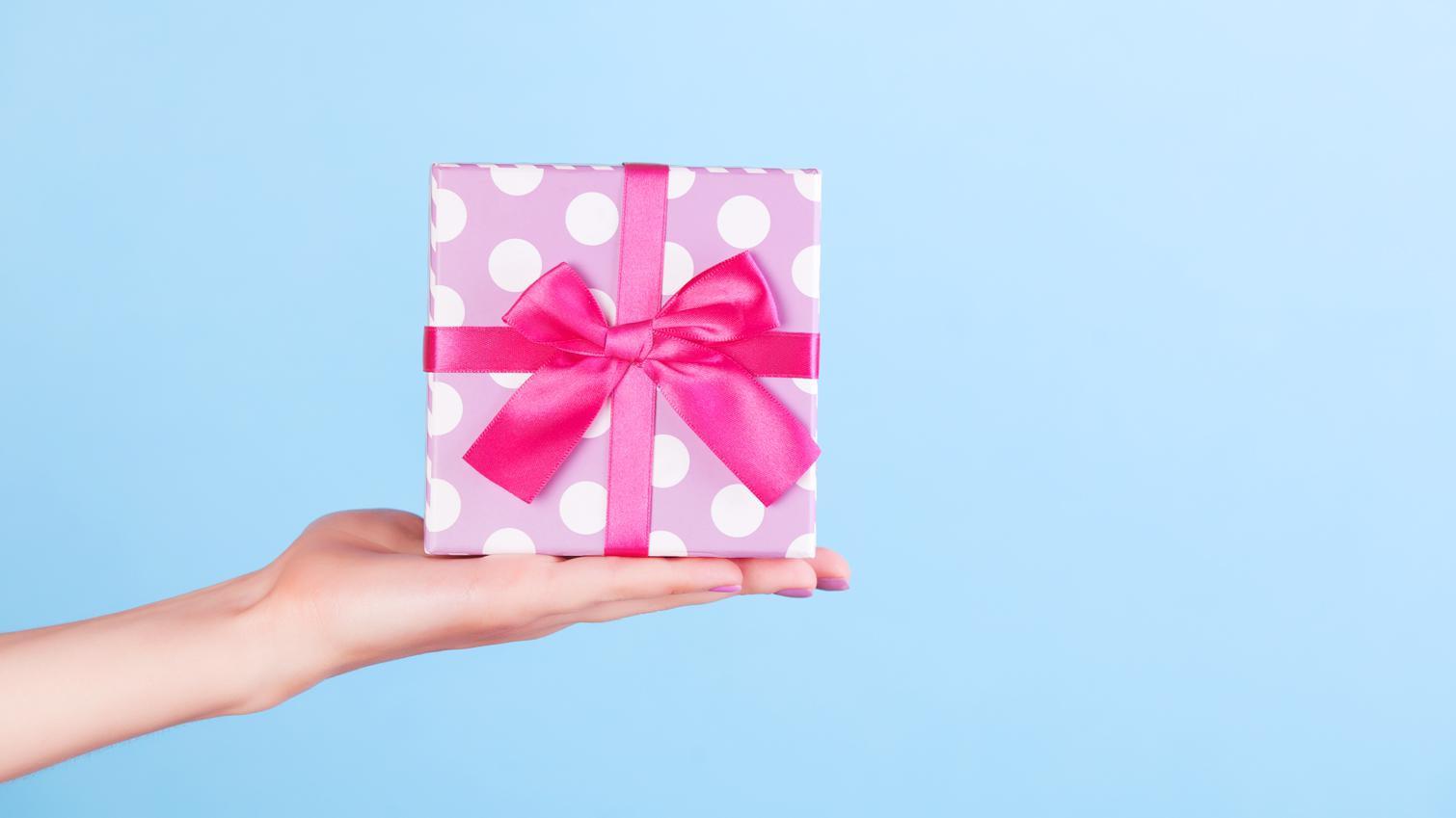 8 Ide Hadiah untuk Teman Spesial Berdasarkan Zodiak Cancer dan Leo