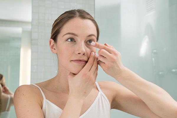 Tips Praktis Jaga Kesehatan Mata Saat Gunakan Softlens