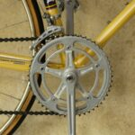 membersihkan rantai sepeda