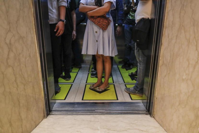 lift saat pandemi - tempat potensial penularan covid