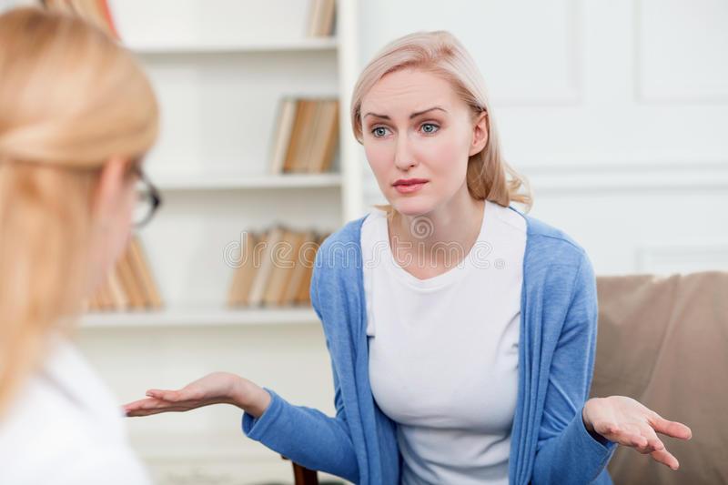 hal yang pantang dikatakan ke teman yang mengundurkan pernikahan
