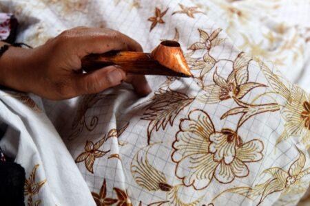DIY kerajinan batik sambut hari batik